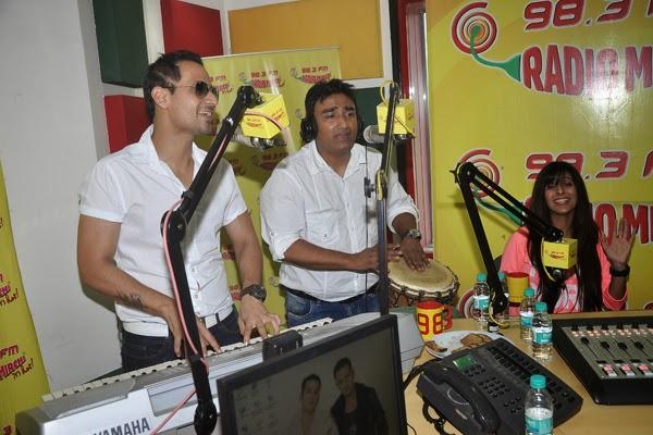Manmeet Singh Promotes 'Pink Lips' at Radio Mirchi