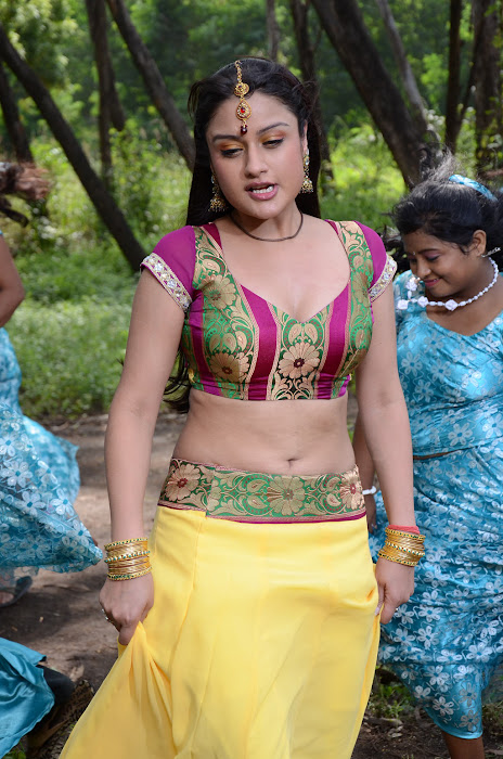 sonia agarwal spicy , sonia agarwal new glamour  images