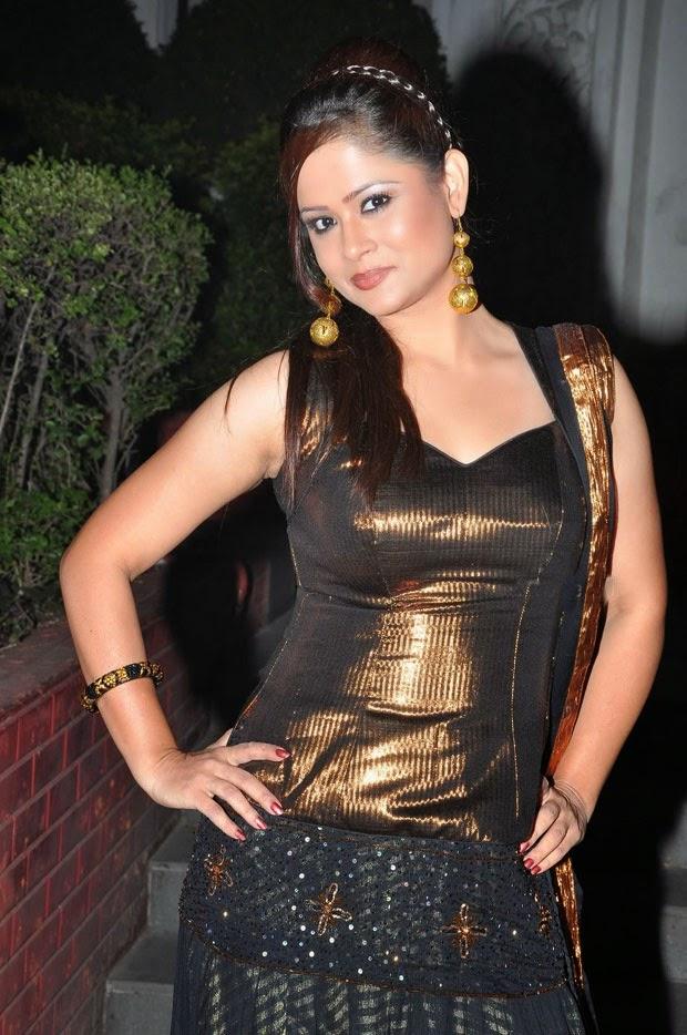 Shilpa Chakravarthy hot looks at Sankara Audio Release photos