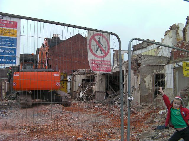 portsmouth tavern being knocked down
