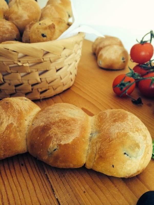 panini con le olive nere a rondelle