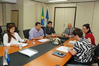 Reunião na Secretaria de Estado de Saúde, marca anúncio da liberação de R$ 1,8 milhão para a construção do Centro de Hemodiálise de Teresópolis