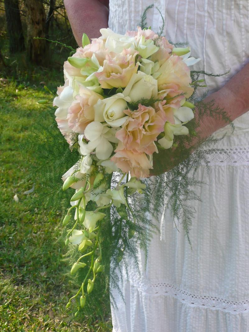 teardrop bridal bouquets have your dream wedding