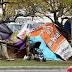 Los desalojados del asentamiento Papa Francisco siguen acampando en la calle