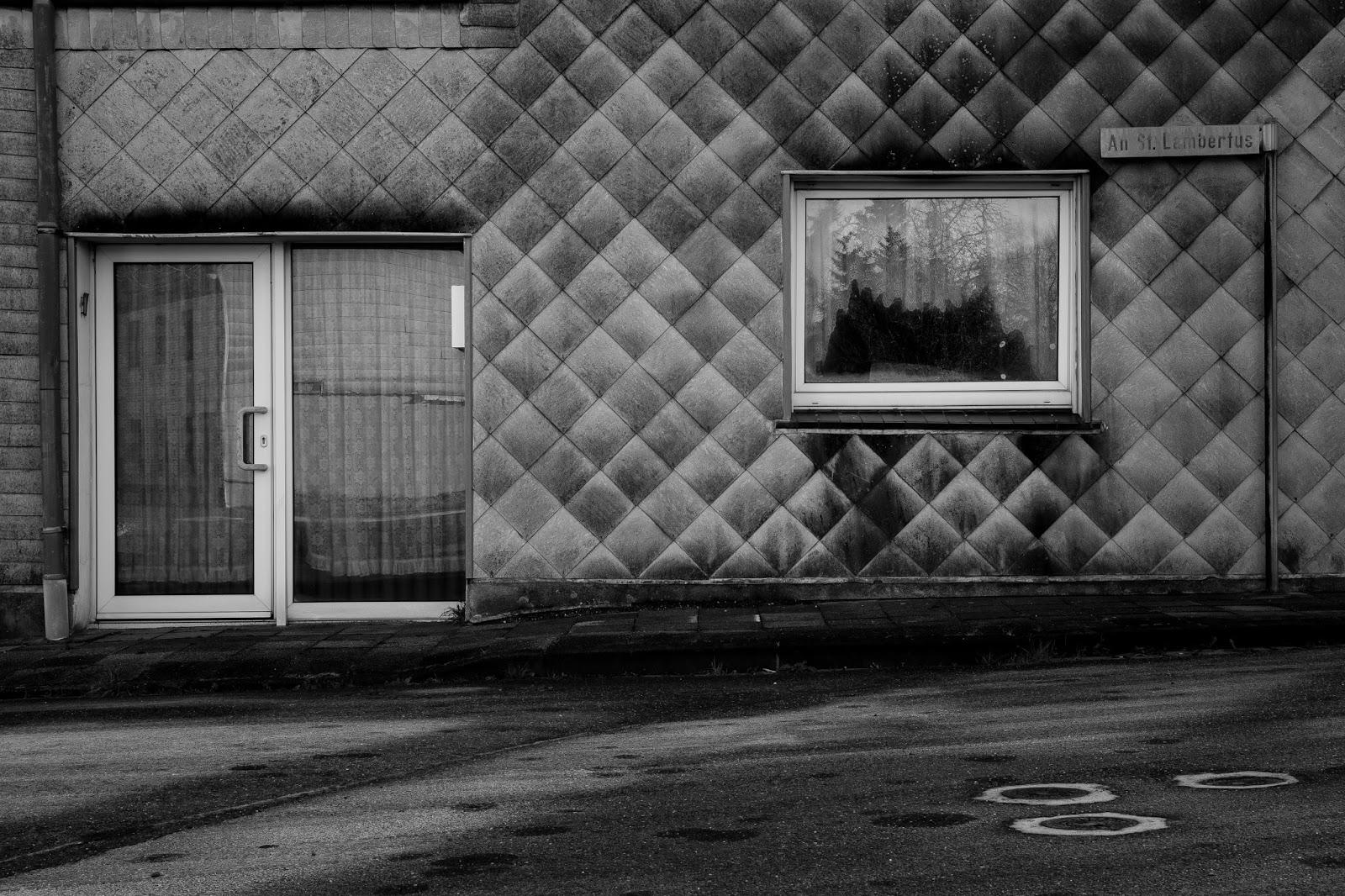Stillgelegte Gasse An Sankt Lambertus in Immerath Garzweiler Reportagefotografie Andreas Blauth