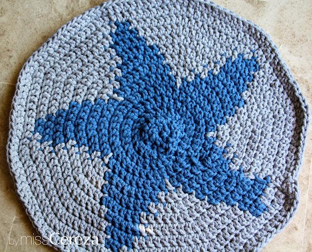 alfombra de trapillo con forma de estrella