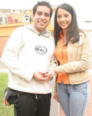 Junior Silva feliz junto a Mayra Couto