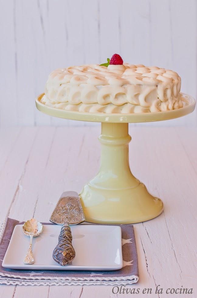 Tarta de trufa blanca con mermelada de frambuesas