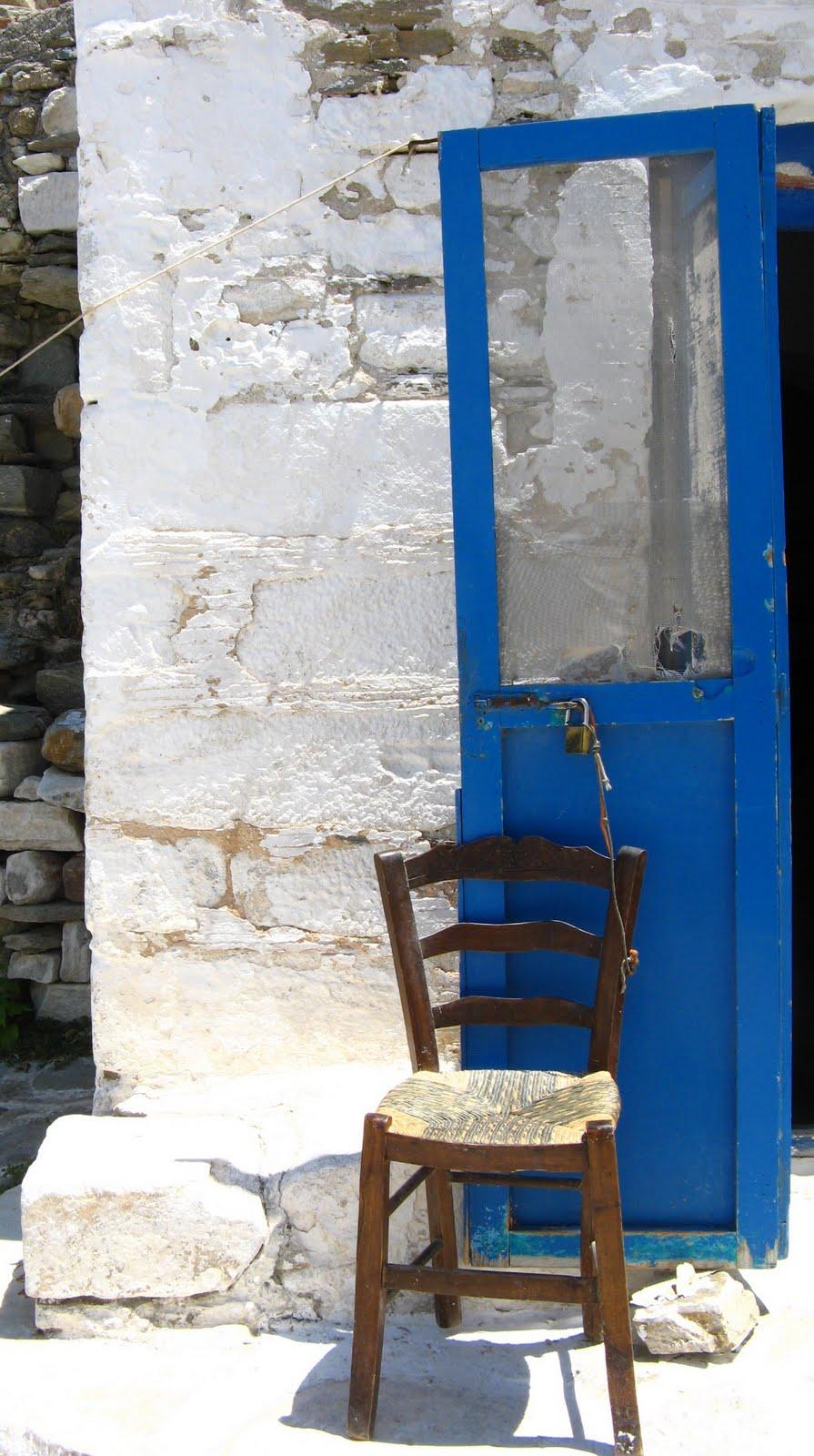 Parikia Grecia detalle de silla y puerta