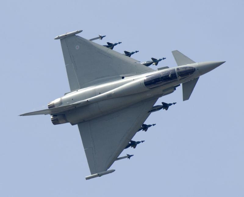 La foto diaria - Página 6 AIR_Eurofighter_Armed_GBU-16_Paveway-IIs_lg