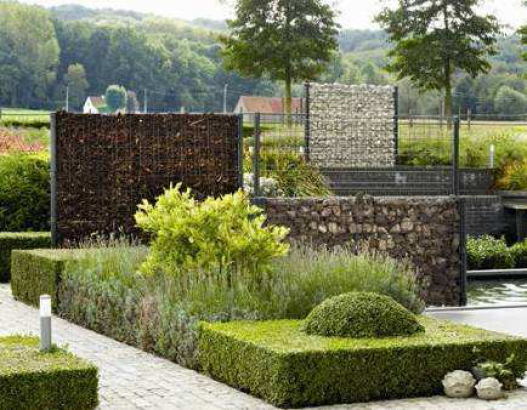 Garden construction o gabionech - Idee per recinzioni giardino ...