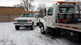 flatbed-wrecker-stuck-in-snow-gurnee-waukegan