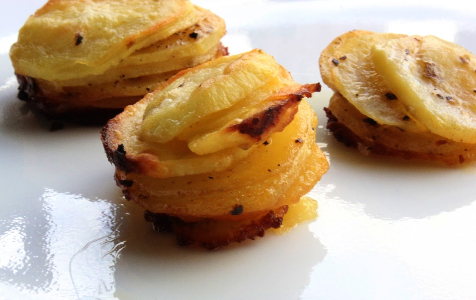 Individual mini potato gratins. Isn't that cool?? The recipe is here ...