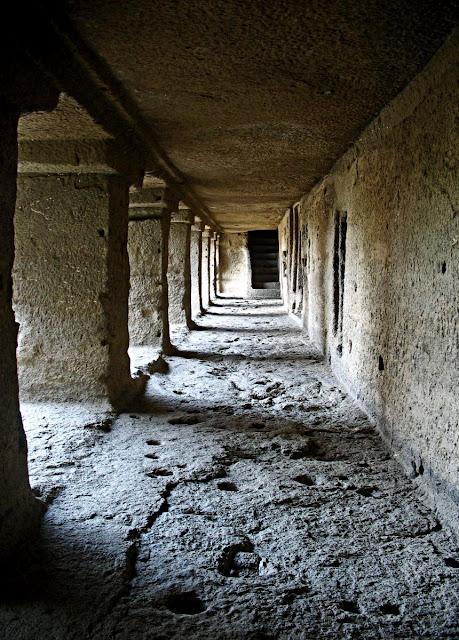 ellora temple corridor