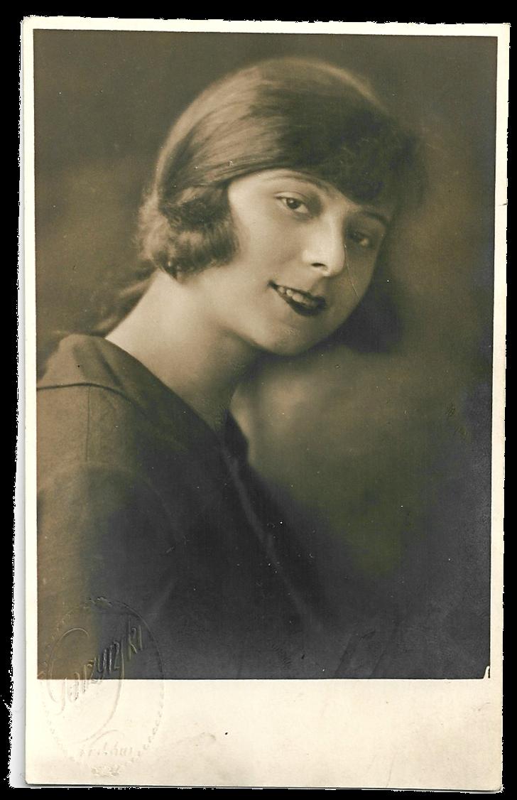 Stare zdjęcie. Portret kobiety. Dzień kobiet. Fotograf Zygmunt Garzyński