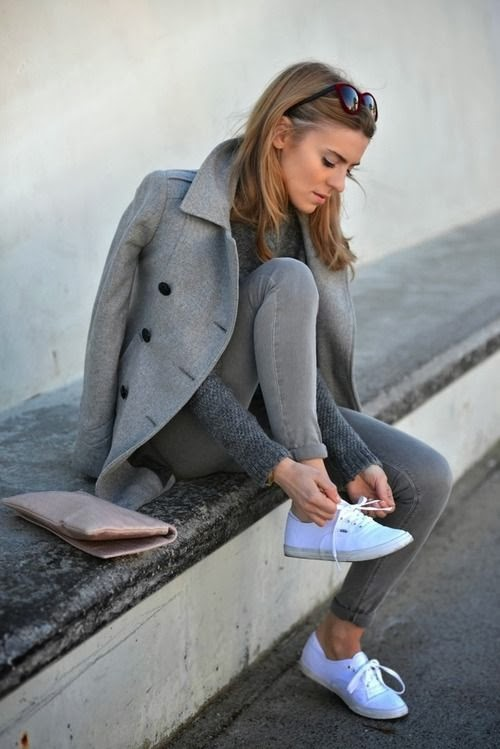 Look of the day: grey & white sneakers