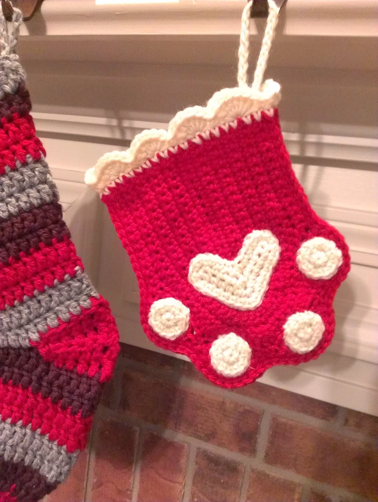 Free Dog Christmas Stocking Crochet Pattern : Chie Crochets & Knits too!: Paw Print Stocking :)