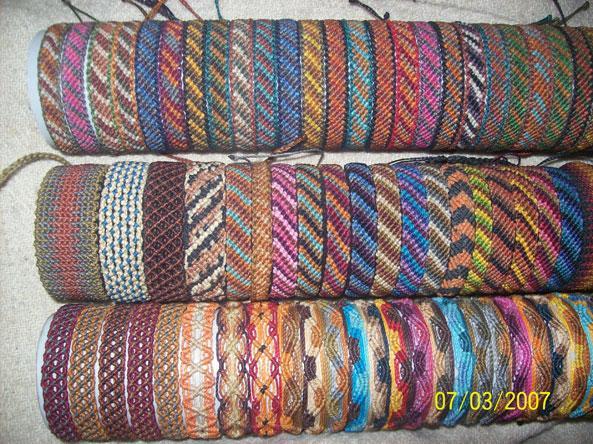 Pulseras de hilo encerado con nombre imagui for Tipos de pulseras