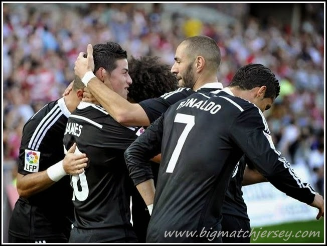 Ronaldo, James, Benzema Celebrando el gol del Real Madrid