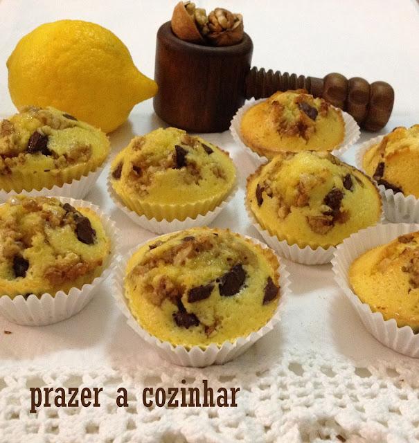 prazer a cozinhar - muffins de limão com nozes e chocolate