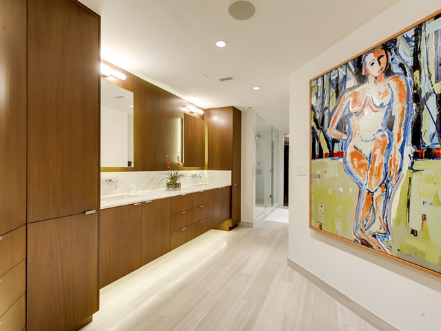 Photo of bathroom with painting on the wall