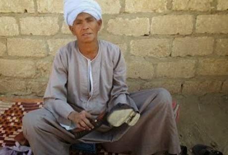 Μητέρα υπόδειγμα: Ζει 43 χρόνια μεταμφιεσμένη σε άντρα για να εξασφαλίσει τα προς το ζειν