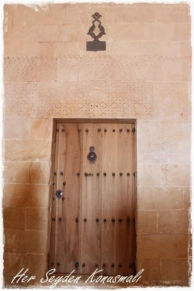 Kasımiye Medresesi içerisinde bir kapı