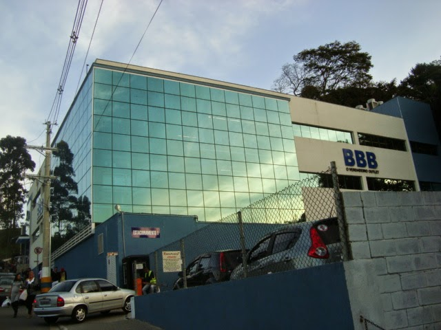 Roupas por quilo na BBB Outlet