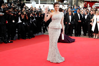 Gorgeous Aishwarya Rai at Opening Ceremony of Cannes 2011