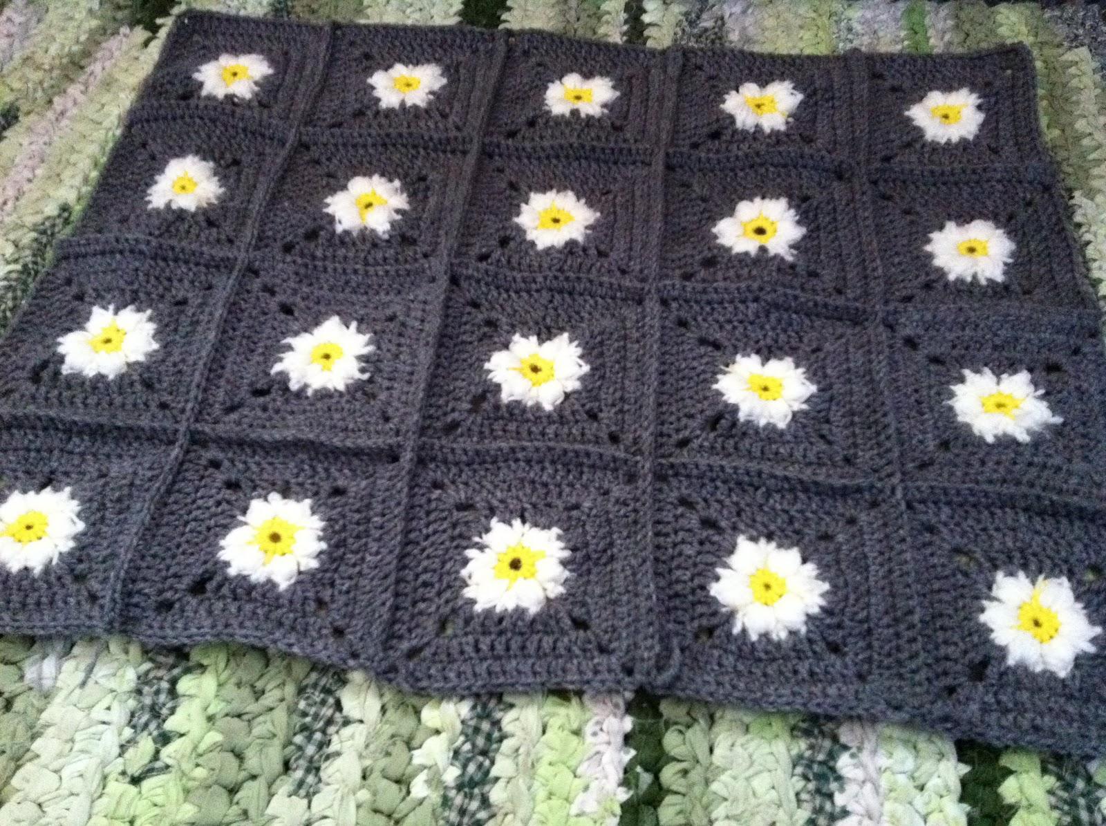 Free Crochet Pattern For Daisy Blanket : Design Adventures: Daisy Square Blanket