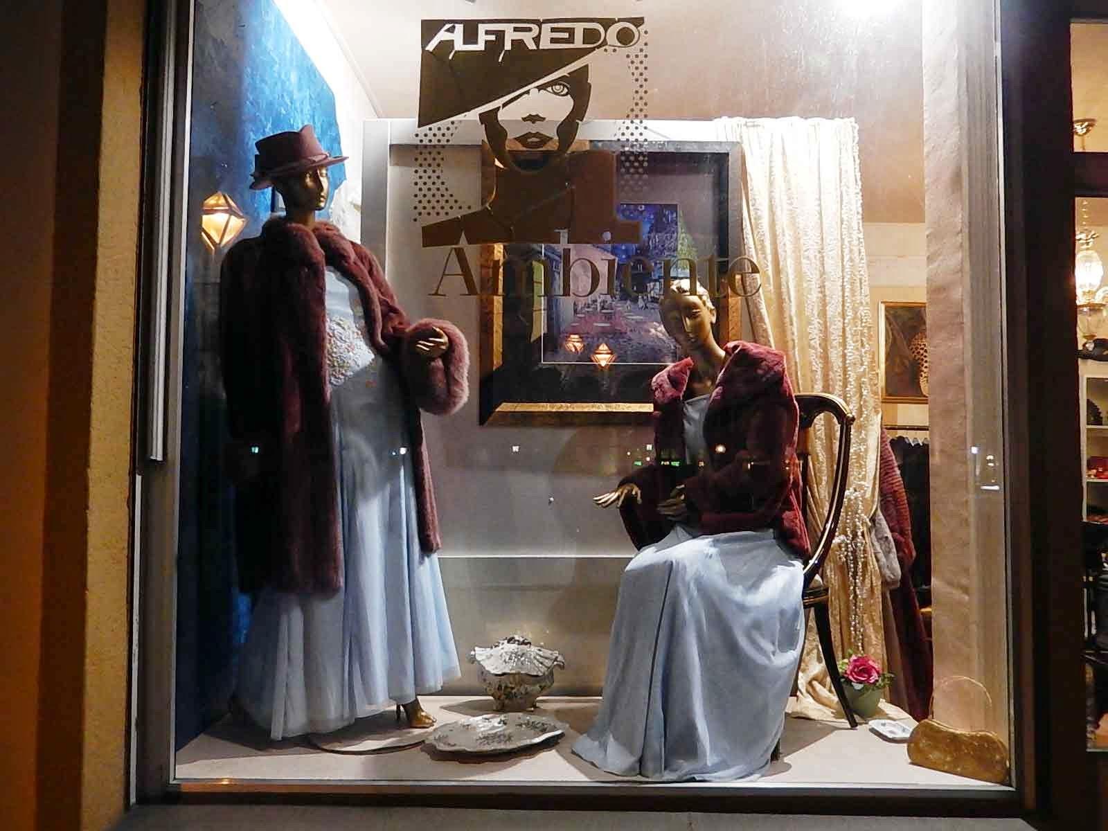 http://www.hse24.de/Thema/Markenwelt/AlfredoPauly/Modedesigner.html
