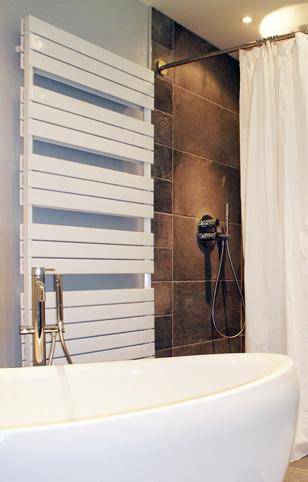 Galbobain l 39 l gance dans la salle de bain ao t 2015 for Belle salle de bain douche