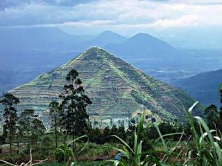 garut pyramid, pyramyd in garut, giza pyramid