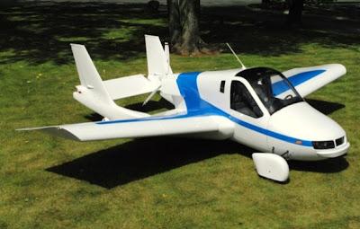 auto con alas volando