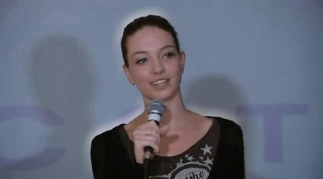 Cristina - aparitie luminoasa la Gala SuperBlog