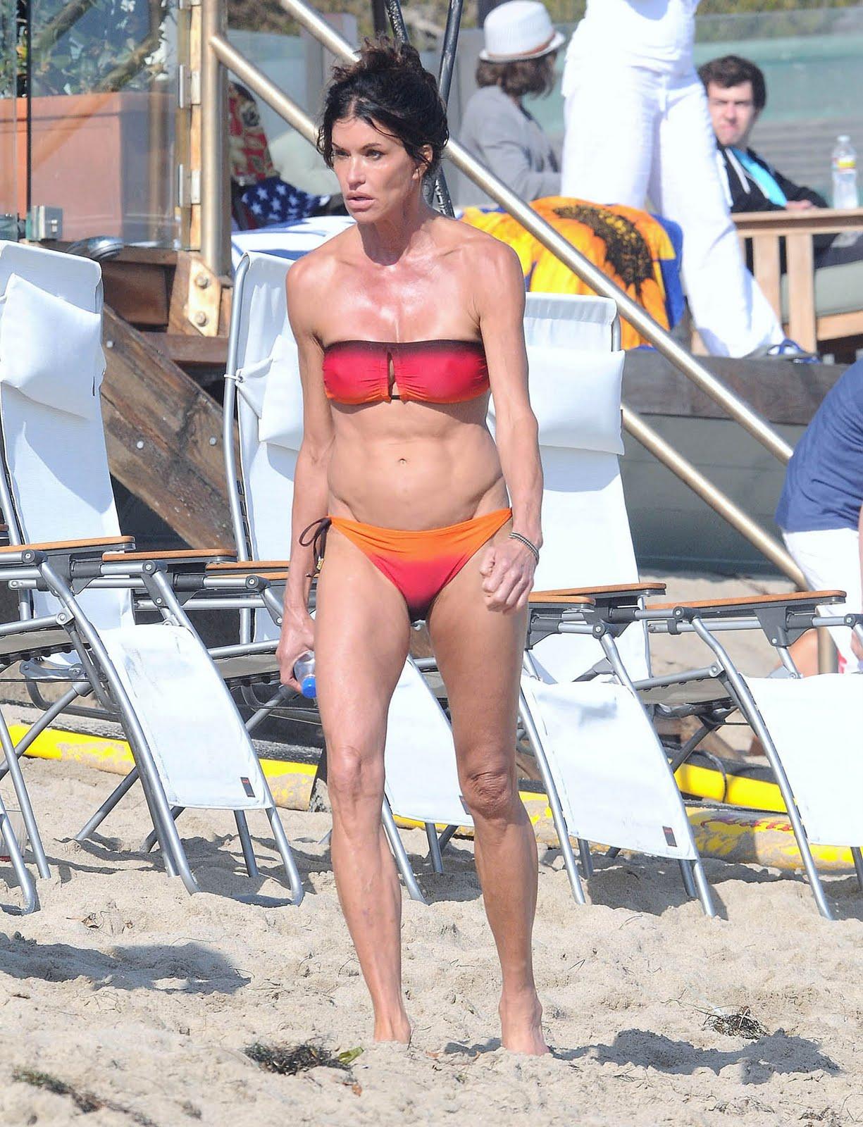 http://3.bp.blogspot.com/-GZZFD7fXjYY/ThNX873CsmI/AAAAAAAACAE/9CTbZGJjbCE/s1600/janice_dickinson_swim_bikini_2.jpg