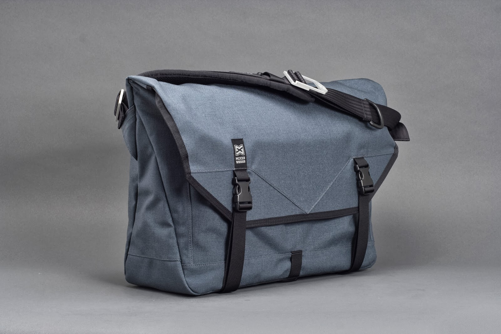 hawk bag Hawk bags are the right choice when you want quality ones with the right tag, just as much as you can afford for a durable buddy for your school or office stuff, to the 40l pack that you would bring for a three day two night trekking.