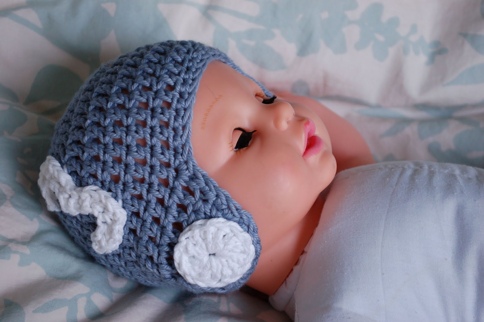 Alli crafts free pattern vintage football helmet newborn and i saw a little helmet like this on pinterest and i loved it i didnt see a pattern online for it so i whipped one up all the preseason football playing bankloansurffo Choice Image