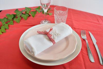 Decorar la mesa con servilleteros navideños