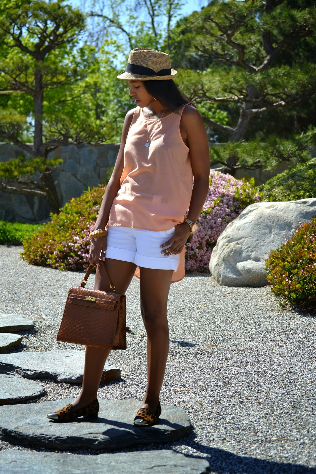 how to style Banana Republic white cuffed shorts