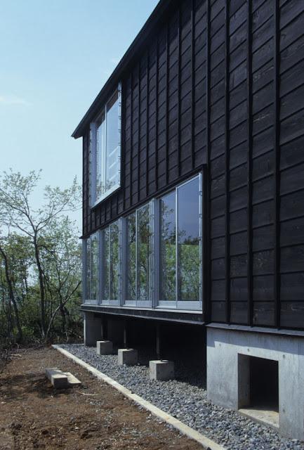 cottage in tsumari by future scape architects daigo ishii housevariety. Black Bedroom Furniture Sets. Home Design Ideas