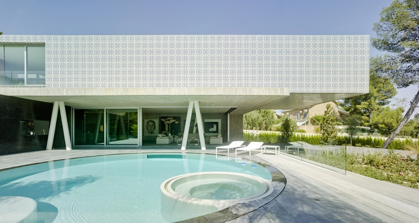Swimming pool in Ultra Modern House by Clavel Arquitectos