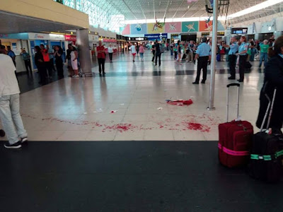 guagua choca contra edificio aeropuerto de Gran Canaria