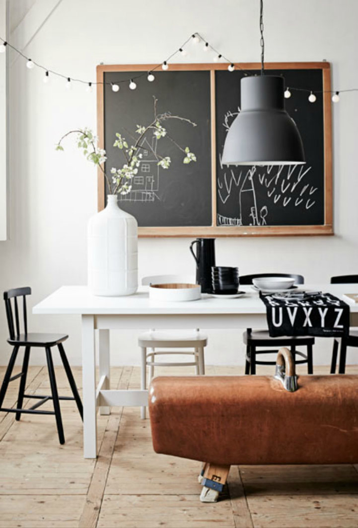 black and white home with kids  vt wonen Cleo Scheulderman /Alexander van Berge