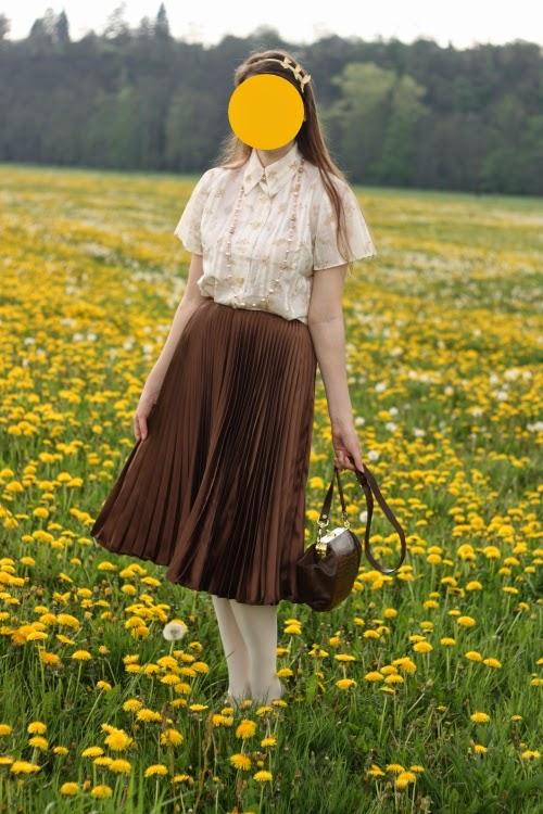 dandelion, vintage, pleated skirt, 1940s, yellow, brown