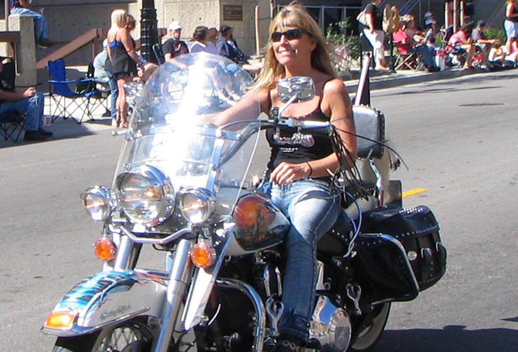 Harley women riding alone are looking for harley men meet single harley women - Sigle harley davidson ...