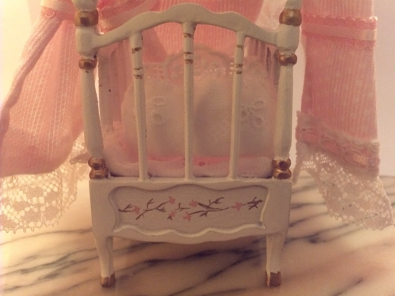 Las minis de rose os acordais de la cuna del palacio - El palacio del bebe ...