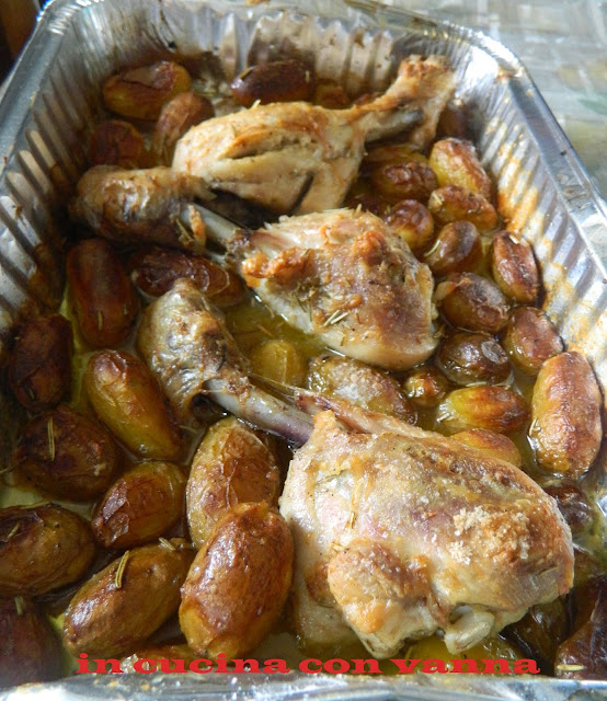 fusi di pollo con patatine novelle al forno