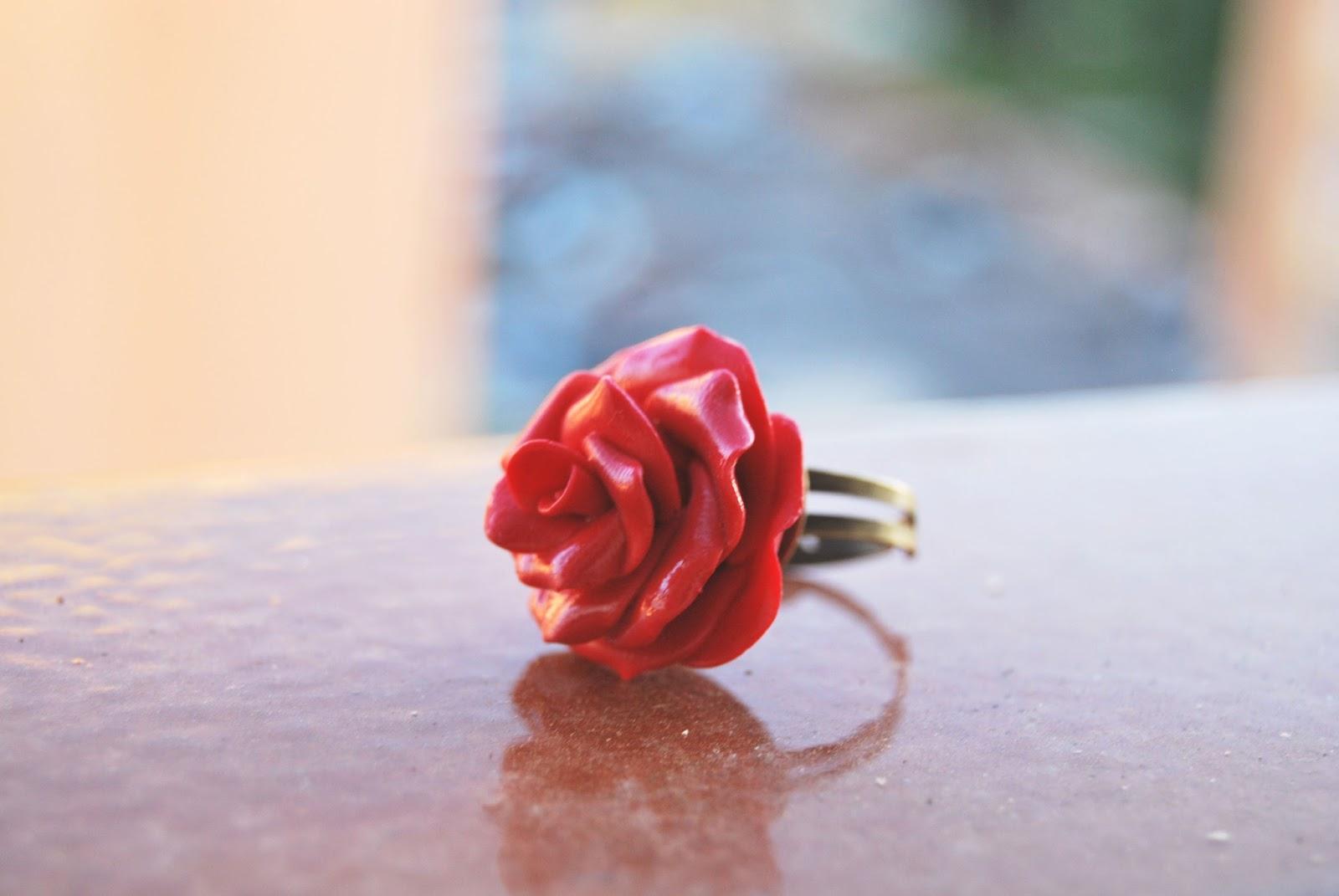anillo rosa roja de arcilla polimerica