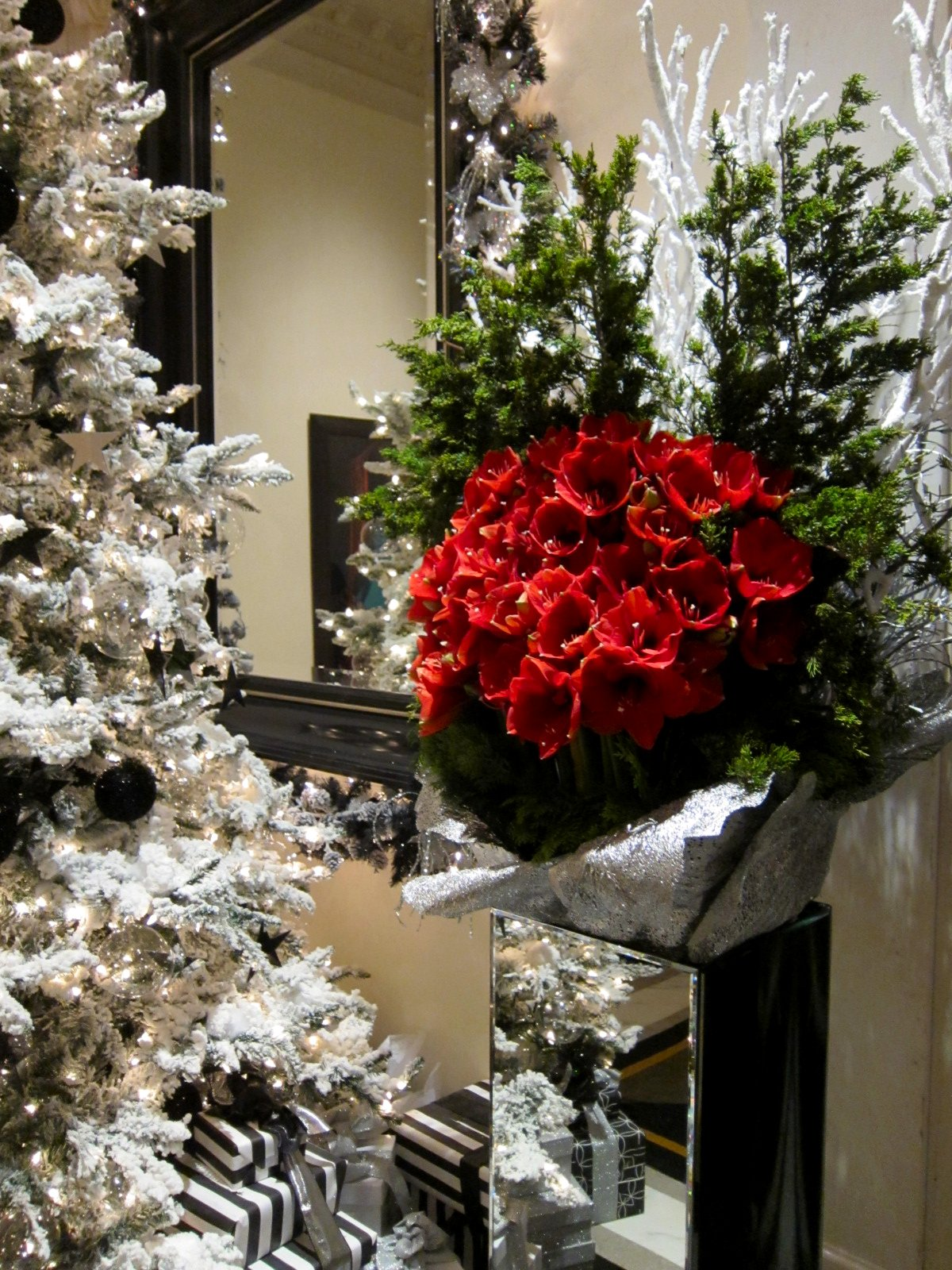 Christmas Decorations In Hotel Lobby : Chronica domus part i welcome to new york